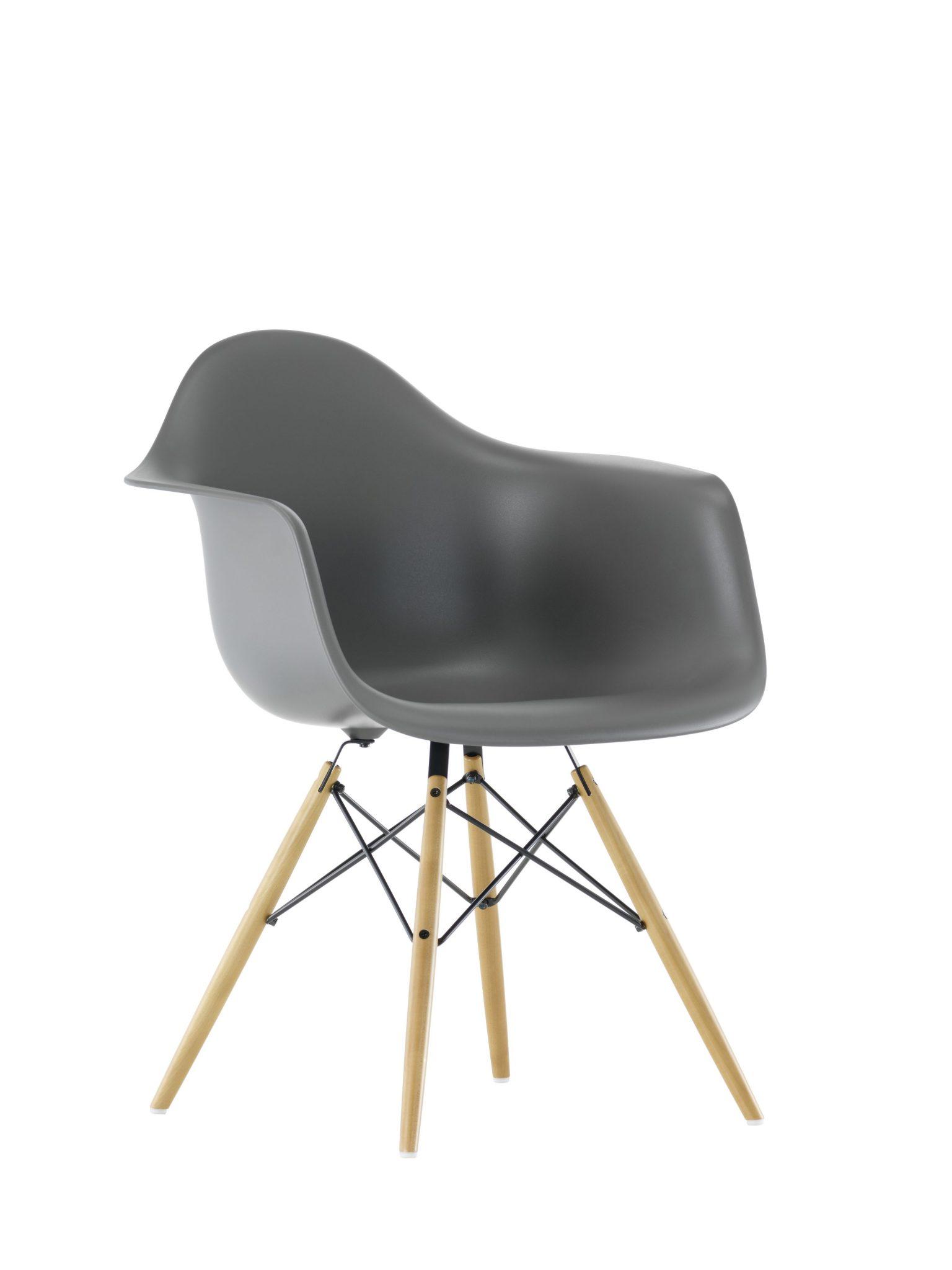 Eames Stoel Houten Poten.Vitra Daw Stoel Field Design